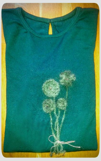 jersey con flores de crochet y abalorios